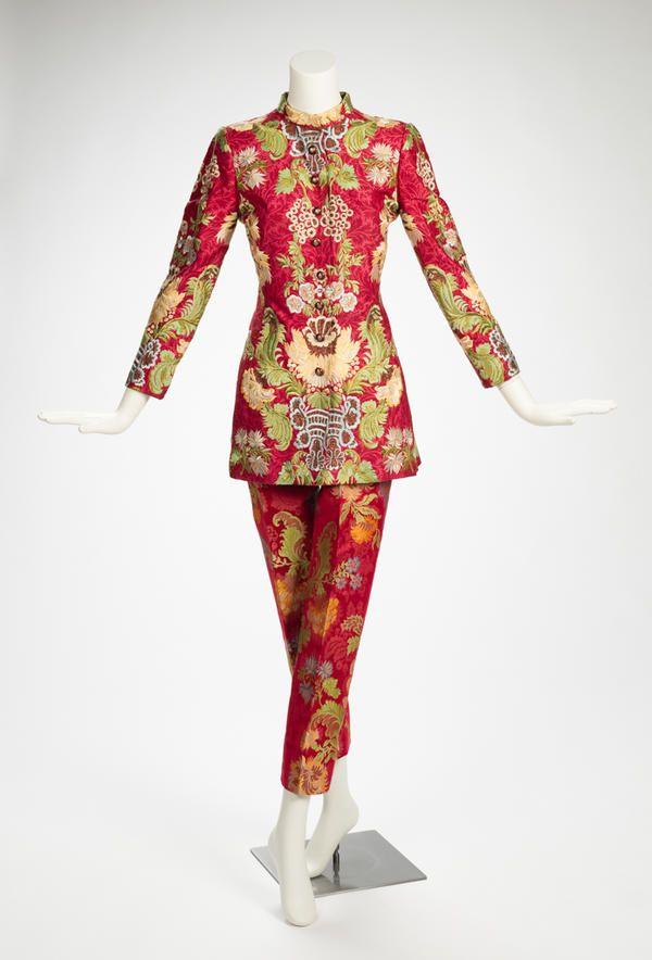 Oscar de la Renta Sleeveless Gown With Tiered Metallic
