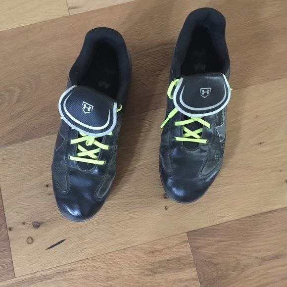 Woman's under armour cleats Worn for one season softball Under Armour Shoes Athletic Shoes