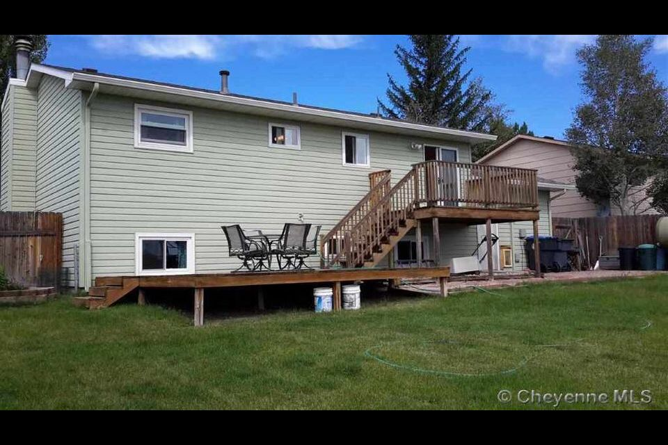 Bi Level Deck For A Bi Level House Bi Level Homes House Deck
