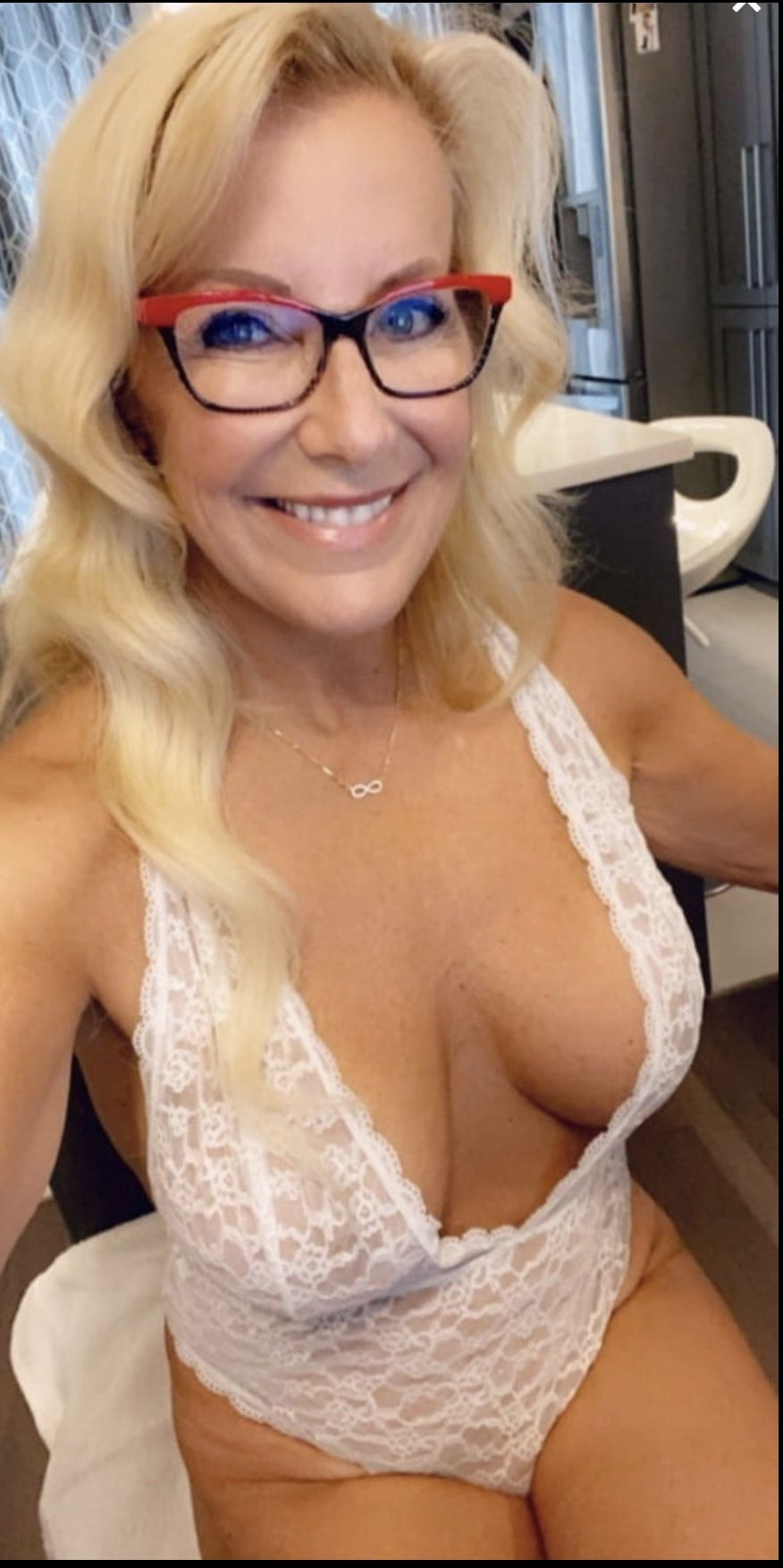 Pin on Gorgeous Cleavage