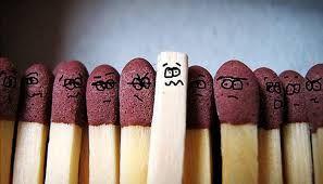 Asé es como se trata a alguien que no presenta las mismas características que los demás.