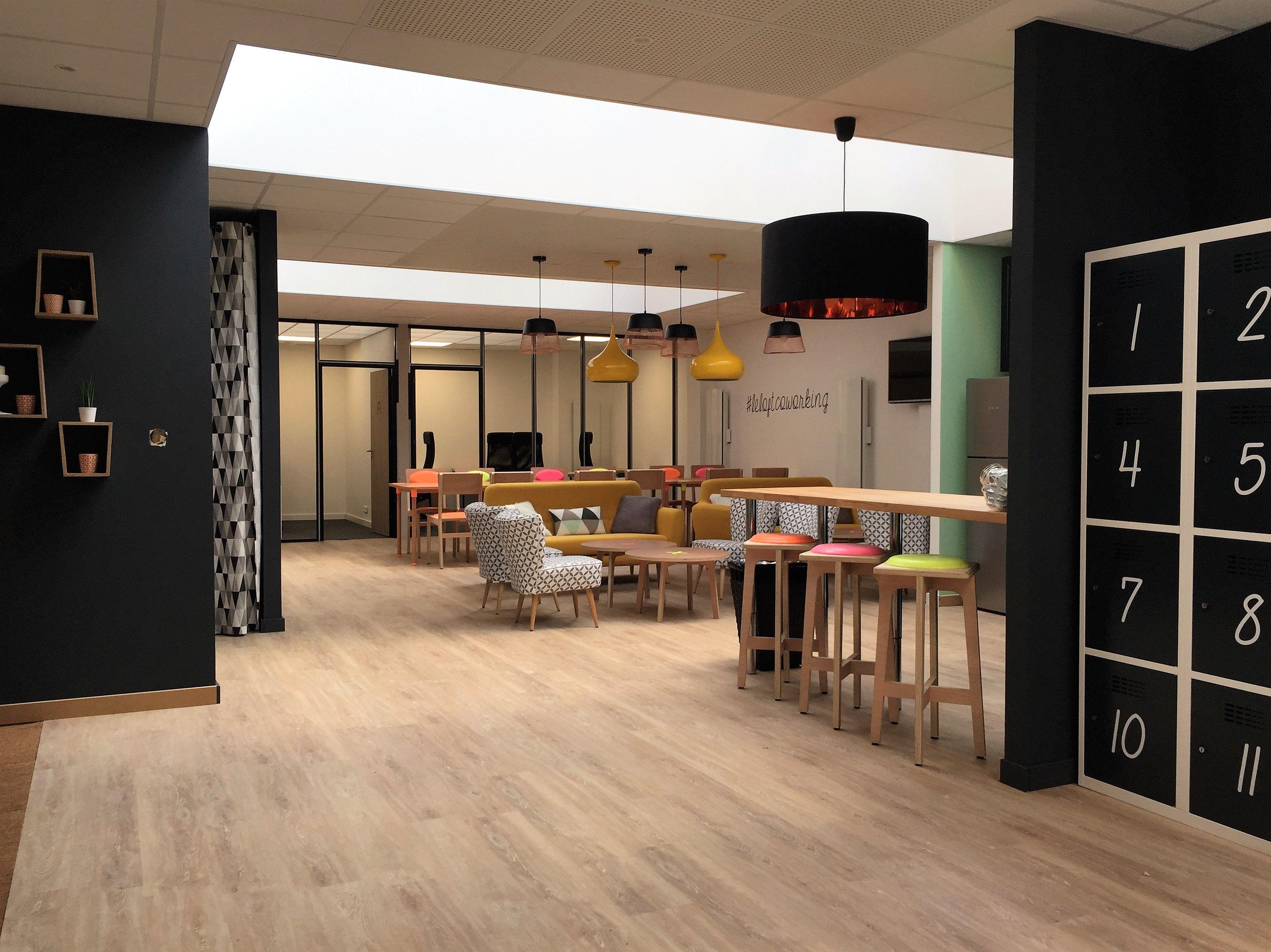 loft coworking un ancien bureau d huissier de justice transform en loft huissiers bureau. Black Bedroom Furniture Sets. Home Design Ideas
