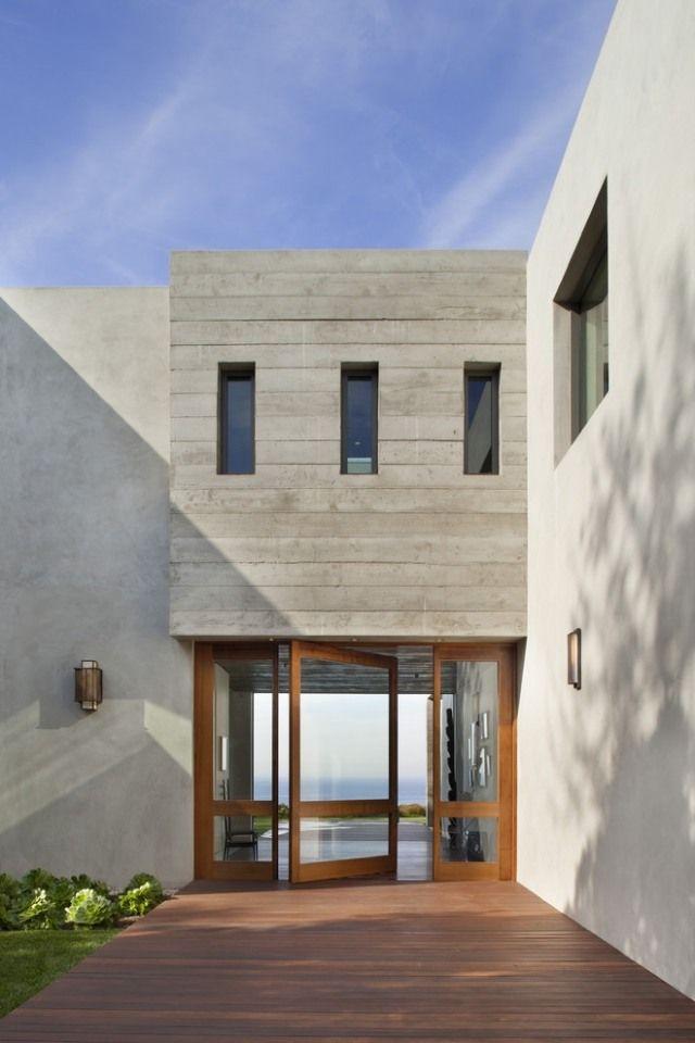 Doppel Haustür-Holz Beton-Haus modern-CoCo Interiors Entrance - Haus Modern