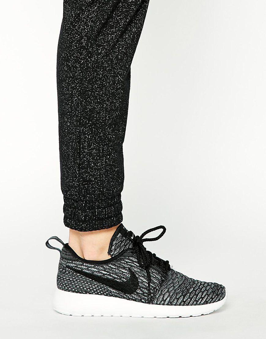 Image 4 Nike Roshe Run Flyknit Baskets Gris et noir