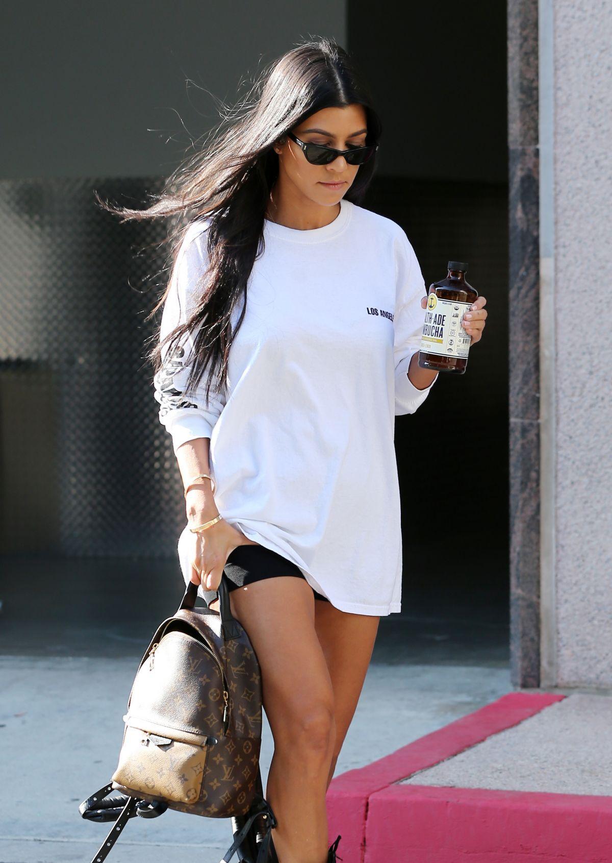 Paparazzi Kourtney Kardashian naked (16 foto and video), Pussy, Leaked, Instagram, in bikini 2019