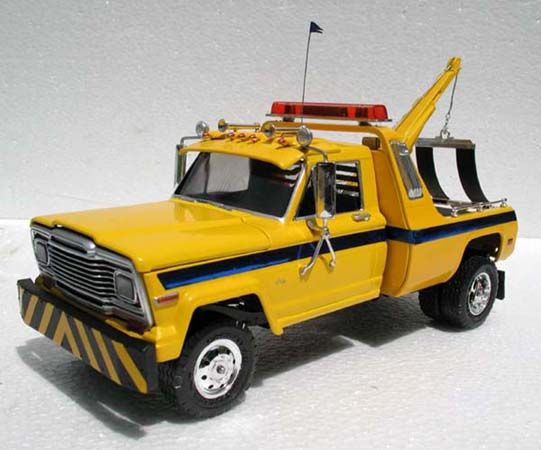 revell 1 25  Internet Modeler Revell 1/25 Jeep Tow Truck | Car & Truck Scale ...