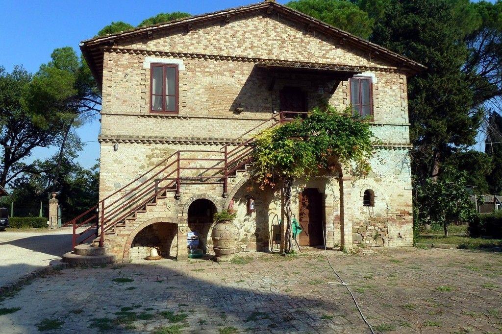 Charming small villa in Italy  www.rentini.com