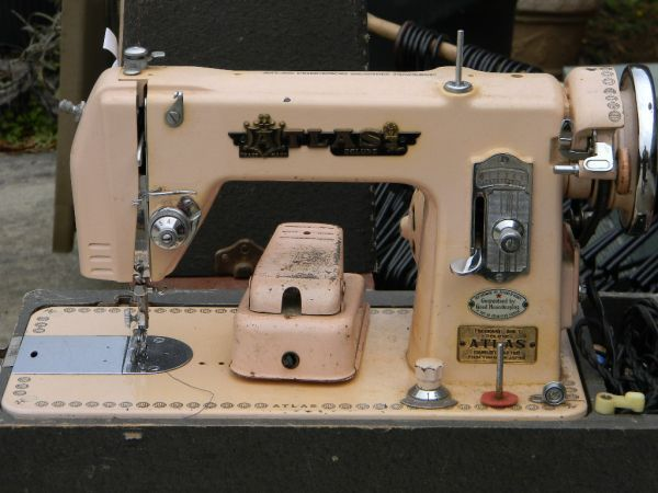 $45 someone's selling a pink atlas sewing machine on ...
