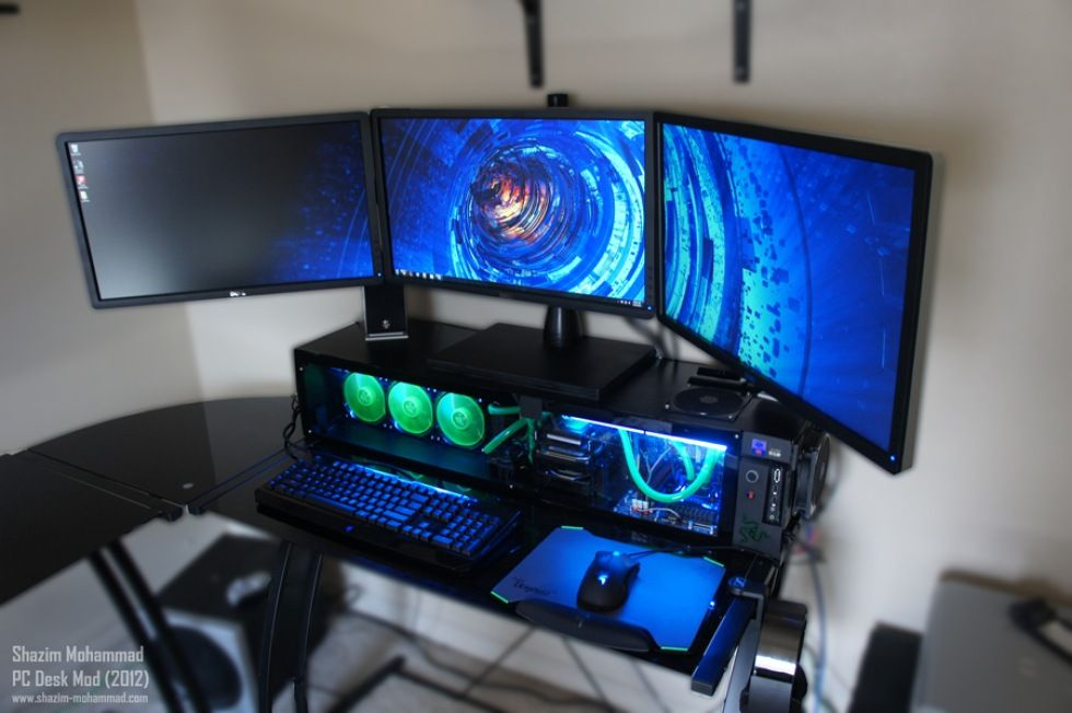 Snygg Datormod Inbyggd I Ett Skrivbord Anvander Aven