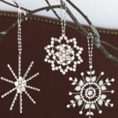 great project/gift/decor. ;)  Beaded snowflake ornaments.
