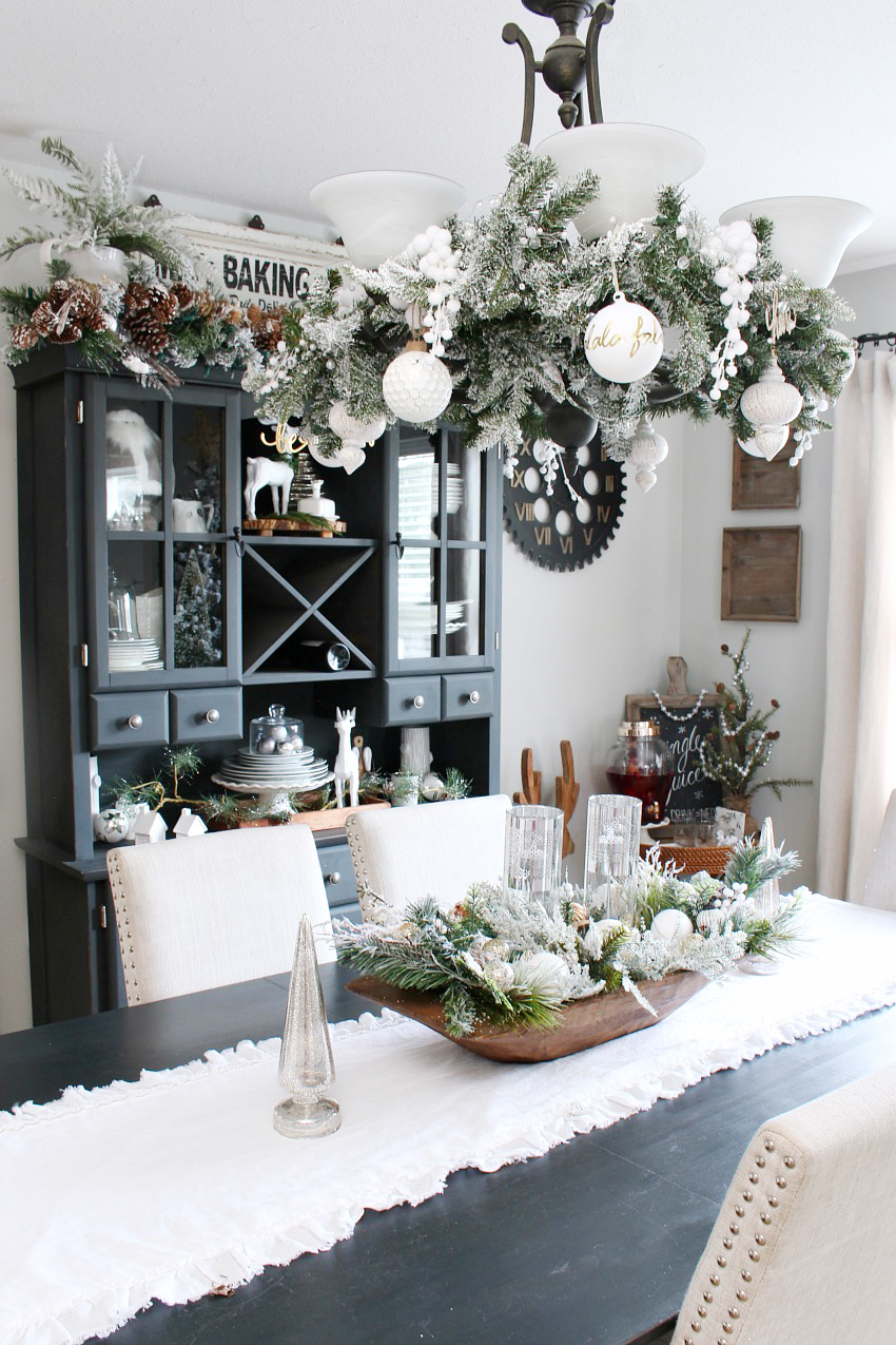 Farmhouse Dining Room Christmas Decorations - Clean and ...
