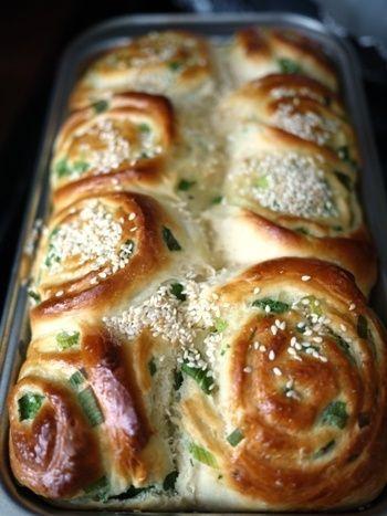 Fluffy Green Onion Sesame Rolls