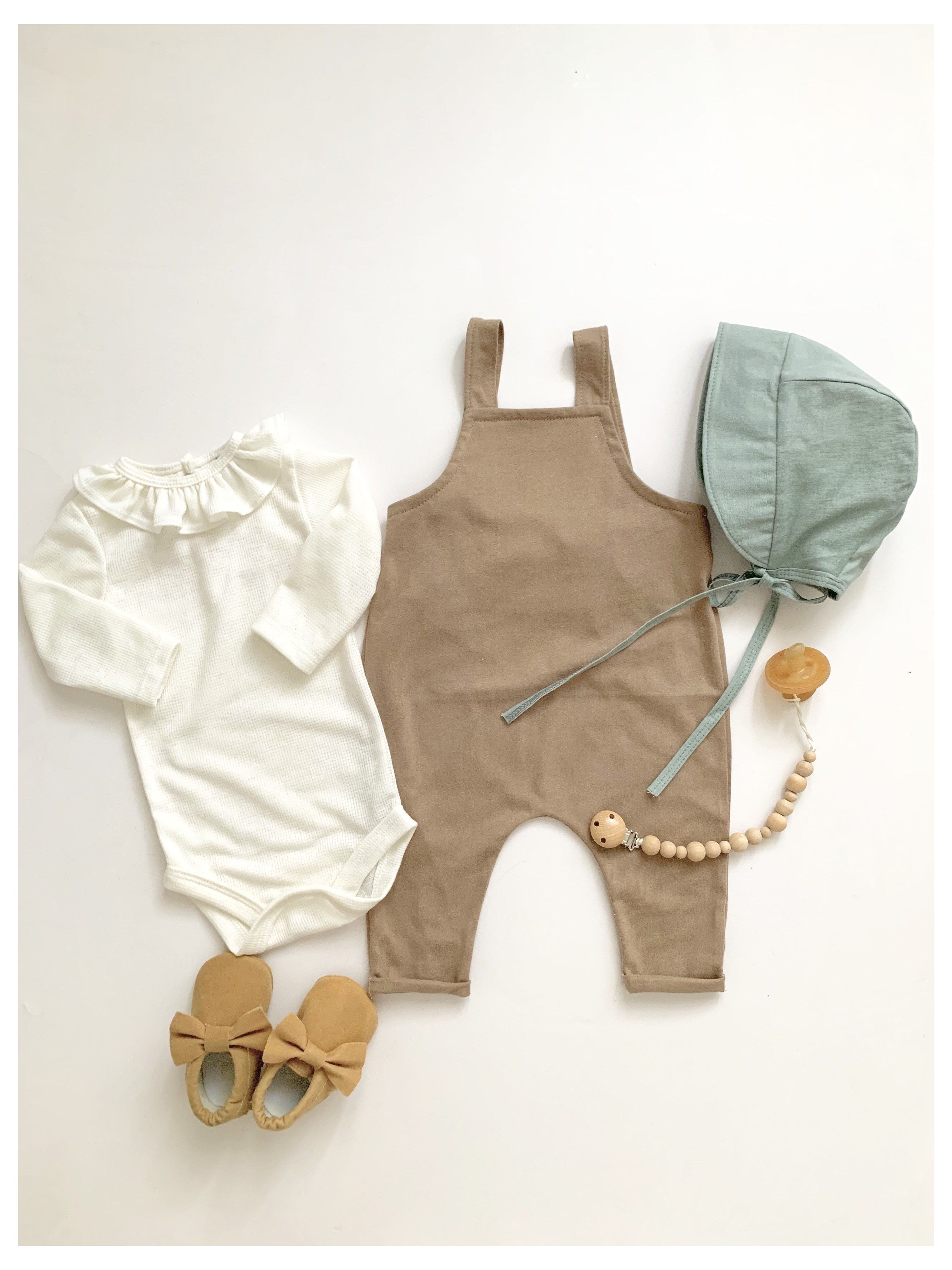 First Baby Outfit Minimalist Baby Clothes Boy Minimalistbabyclothesboy Minimalist Baby Clothes Baby Outfits Newborn Baby Girl Clothes