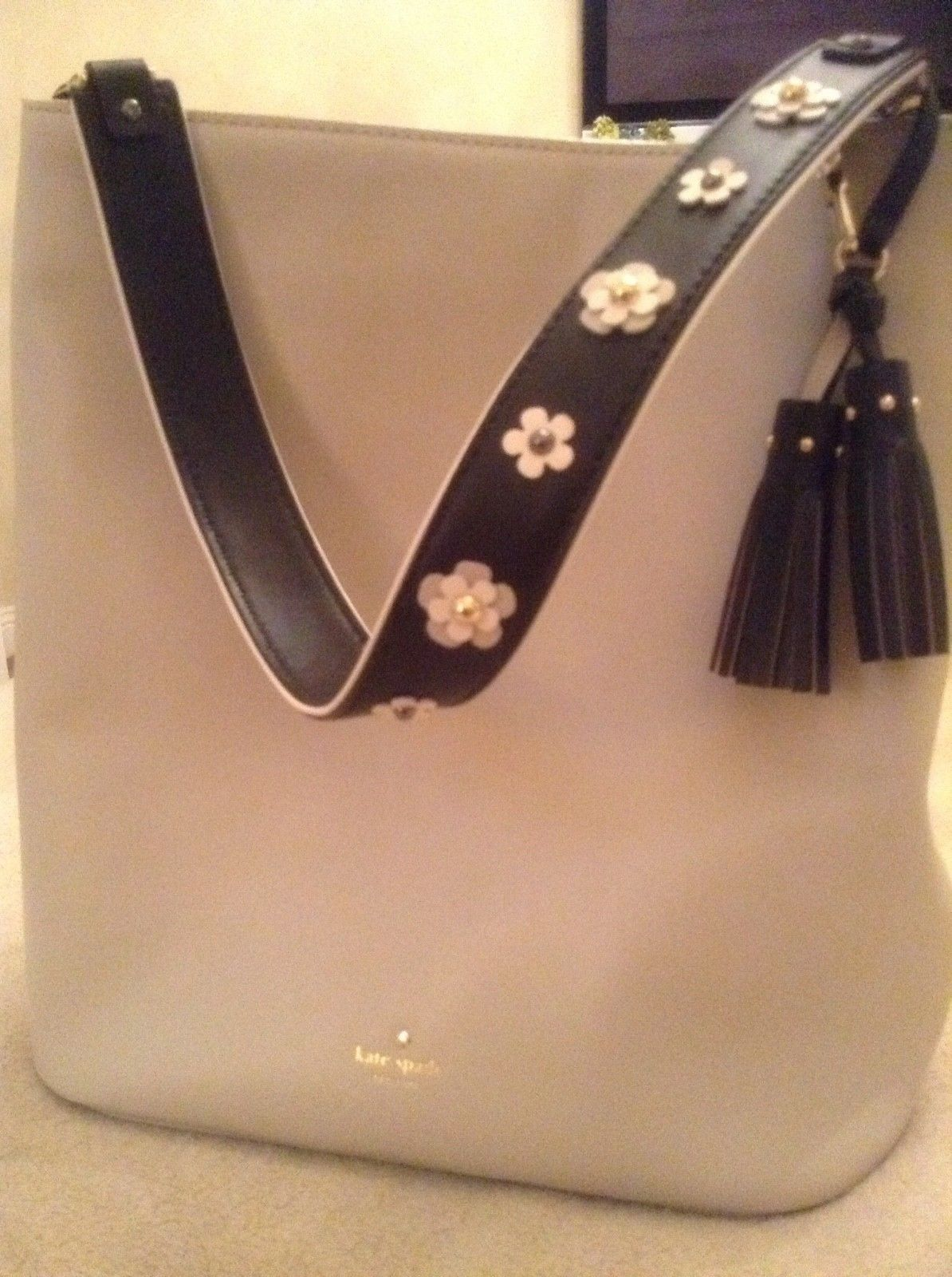 kate spade tote - beige with black strap/ flowers- perfect condition!