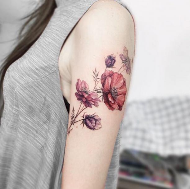 Blumchen Tatowierung Arm Frau Tattoos Blumen Tattoo Mohnblumen Tattoo Und Blumen Tatowierungen