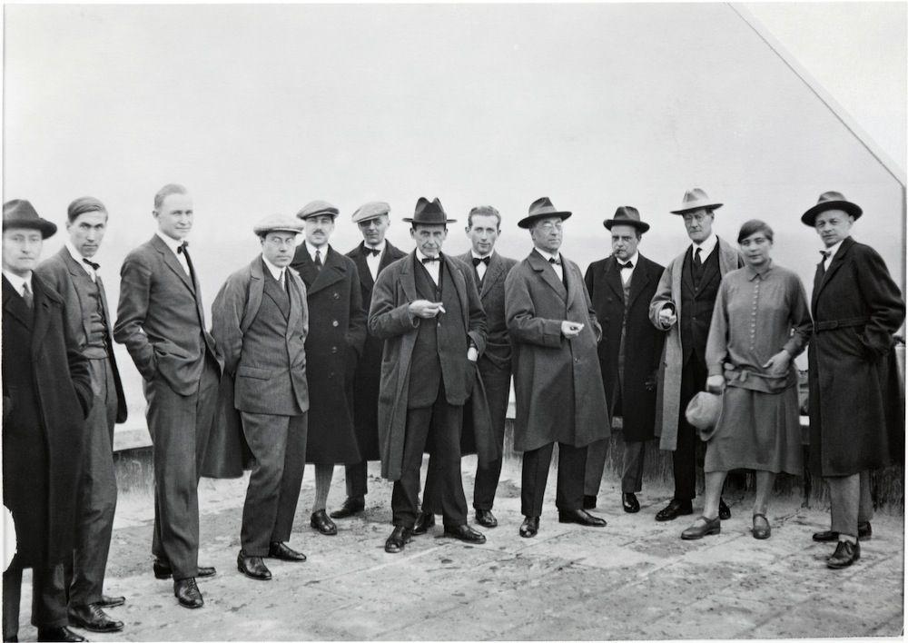 Bauhaus masters on the roof of the Bauhaus building in Dessau. From the left: Josef Albers, Hinnerk Scheper, Georg Muche, László Moholy-Nagy, Herbert Bayer, Joost Schmidt, Walter Gropius, Marcel Breuer, Vassily Kandinsky, Paul Klee, Lyonel Feininger, Gunta Stölzl and Oskar Schlemmer.