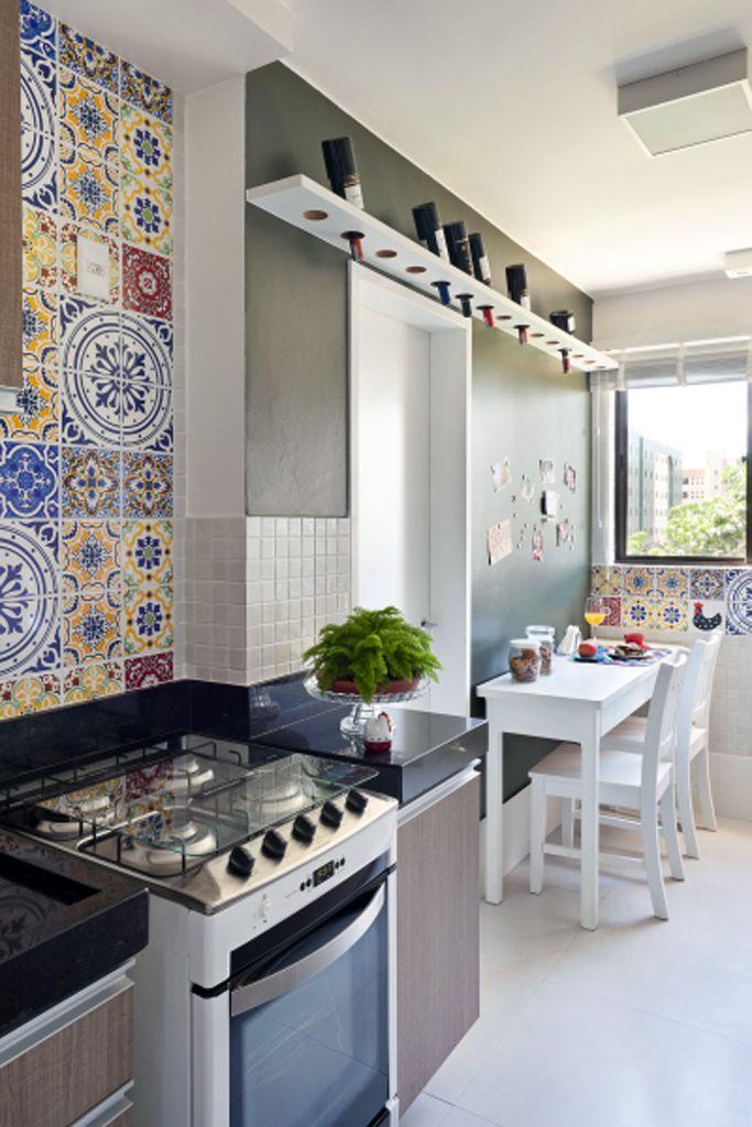 Küche Einrichten · Küchen · Cozinha Se Integra à área De Serviço E Ganha  Parede Com ímãs
