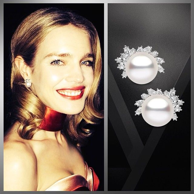 natalia vodianova wearing a pair of yoko london 18kt white gold diamond and south sea pearl. Black Bedroom Furniture Sets. Home Design Ideas