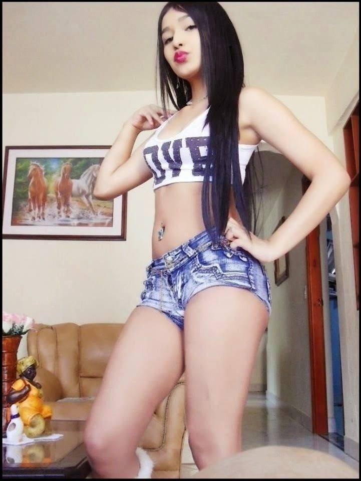 b02cff5335 COLEGIALAS CALIENTES DE FACEBOOK 42 Hot Shorts, Sexy, Piercings, Asian  Girl, Crop