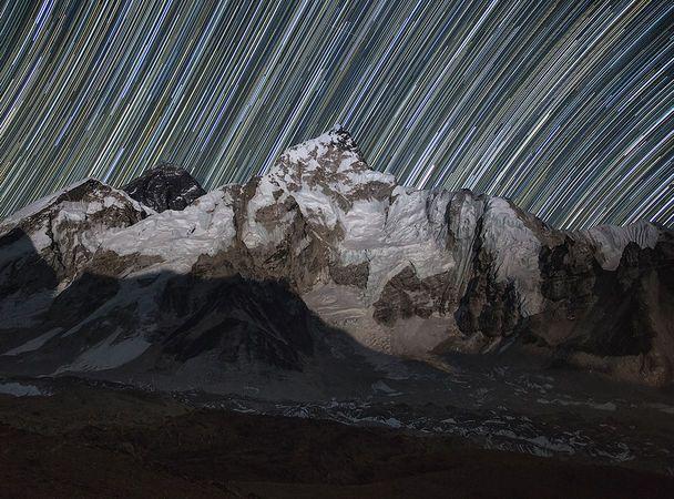 Наш фотограф Алексей Заводский в очередной раз побывал в Гималаях. Мы собрали подборку самых захватывающих дух пейзажей ночного неба.