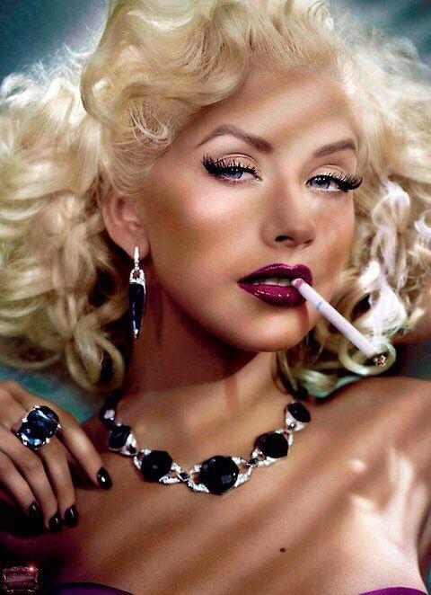 Christina Aguilera 2020 Biondo naturale capelli & da spiaggia stile dei capelli.