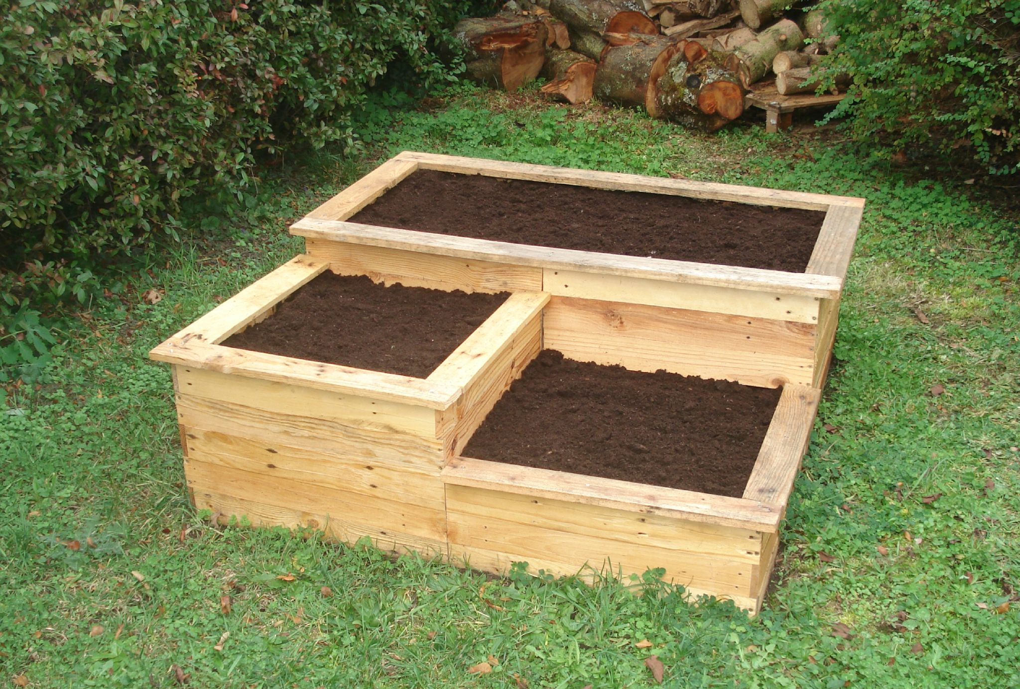 diy carr potager en bois de palette le blog de b a potager en carr et permaculture. Black Bedroom Furniture Sets. Home Design Ideas