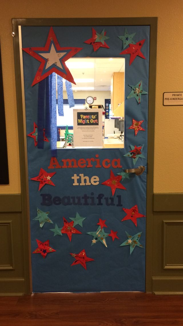 Bulletin boards vpk preschool 4th of july patriotic for Porte decorate scuola