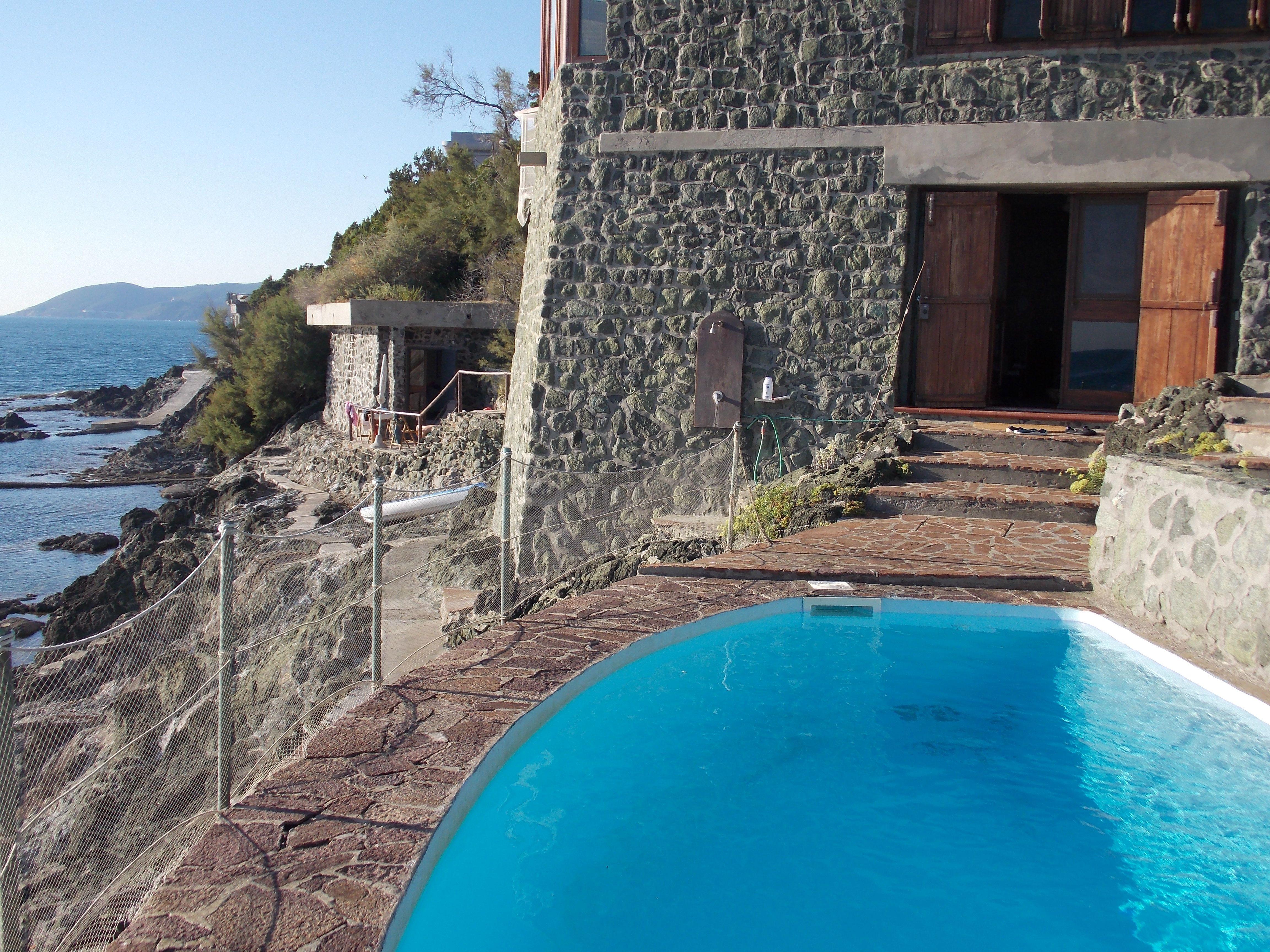 Villa con piscina a picco sul mare a Castiglioncello