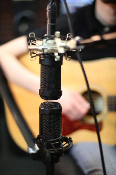 Home Recording Tips 10 Acoustic Guitar Mic Techniques Disc Makers Guitar Mic Acoustic Guitar Recording Studio Home