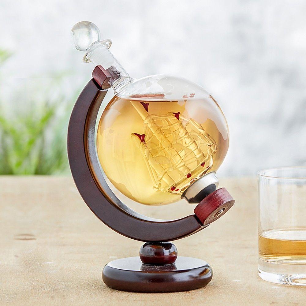 Eine schicke Design - Whiskykaraffe - mal anders. Die schöne Whisky Karaffe Globus - Design Whiskyflasche ist ein besonders Stück, das sich auf jeden Regal oder Beistelltischchen gut macht. Ob mit oder ohne Inhalt.