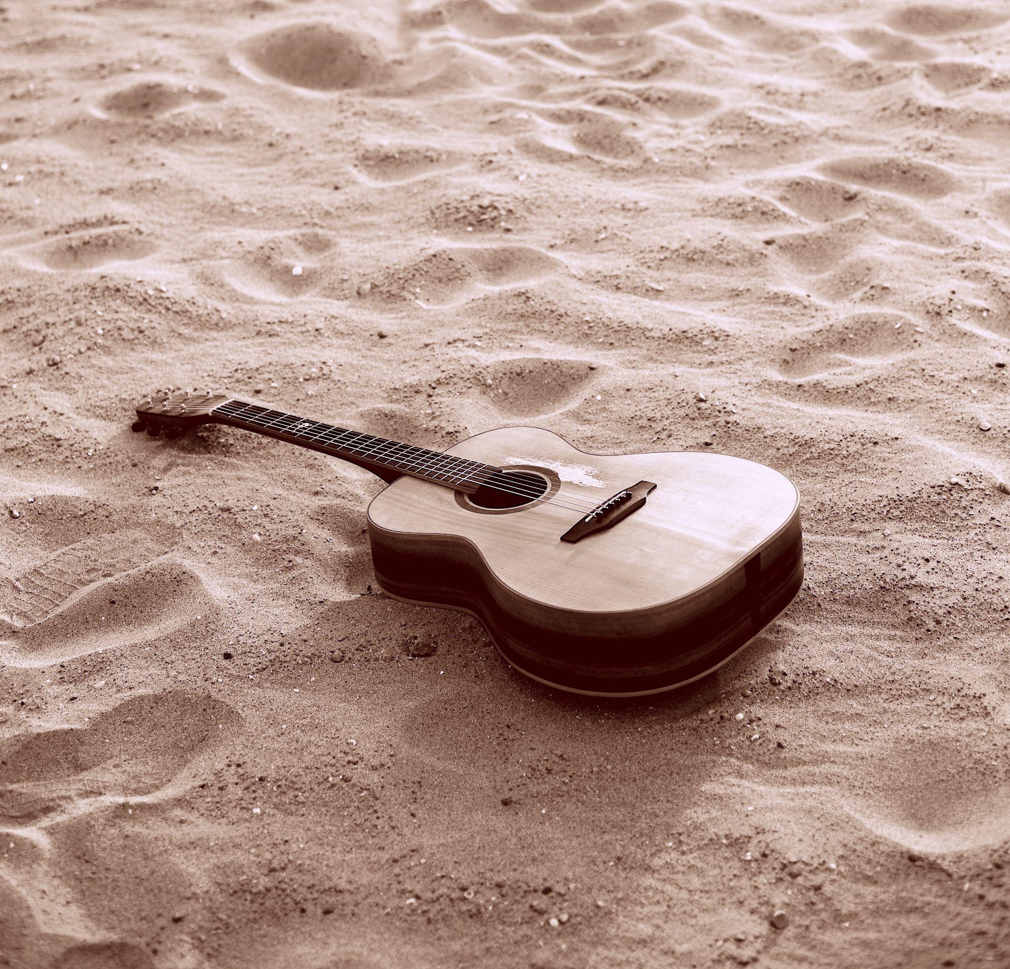 This is a rare Avandel guitar made for the Acoustic Guitar Workshop. For all things acoustic guitar, visit http://www.acousticguitarworkshop.com Photography: Jon Ross-Elliott http://www.jonrosselliott.com