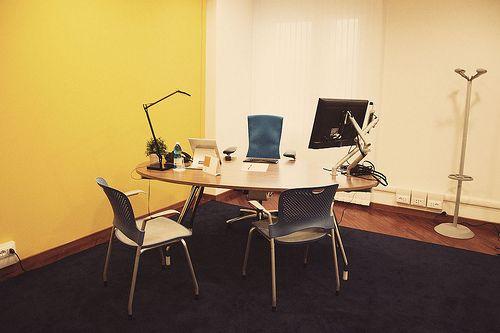"""Organizza i tuoi incontri di lavoro nel nostro meraviglioso Exclusive office! E' disponibile per 1 ora, 2 ore, 4 ore, intera giornata. all'interno di questo """"day office"""" troverai musica via IPOD, purificatore d'aria, tisane, caffè, profumo inebriante. Lascia che i tuoi ospiti rimangano folgorati dalla bellezza del nostro uffici Exclusive!"""
