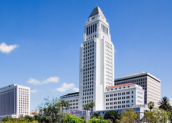 Los Angeles City Hall Is The Middle Of The Government Of The City Of Los Angeles California And Los Angeles Tourist Attractions City Hall Los Angeles City