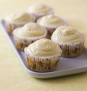Cupcakes potiron et sirop d'érable - les meilleures recettes de cuisine d'Ôdélices  http://www.odelices.com/recette/cupcakes-potiron-et-sirop-d-erable-r2191