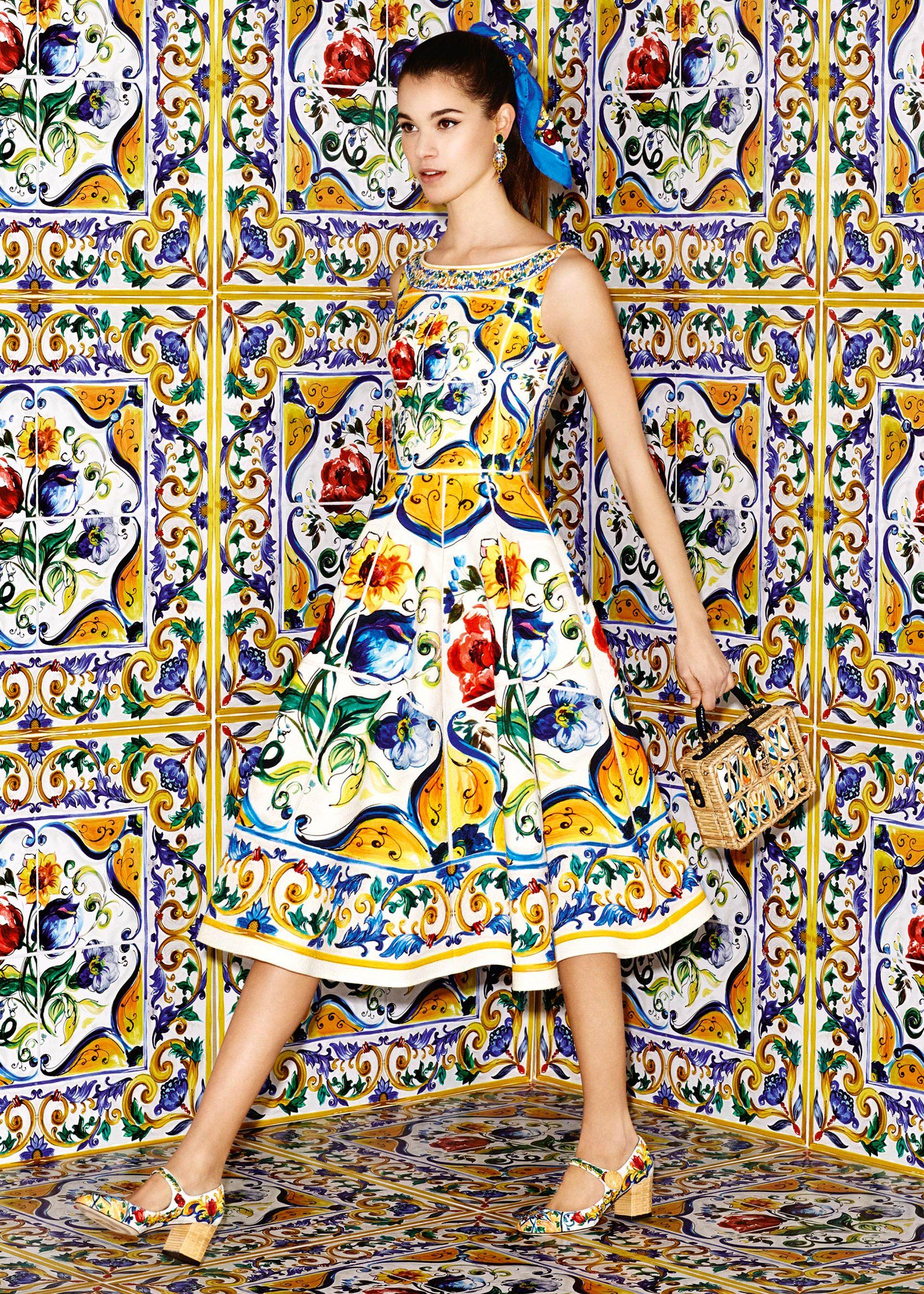 97a2060182e2 Scopri Dolce   Gabbana Collezione Donna Autunno Inverno 2016 2017 Maiolica  e lasciati ispirare.