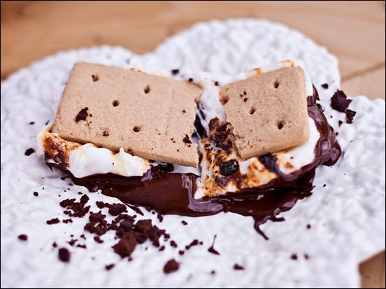 Comforting Vegan Smores – Vegan Marshmallows – Vegan Chocolate | Calm Mind Busy Body #veganmarshmallows Comforting Vegan Smores – Vegan Marshmallows – Vegan Chocolate | Calm Mind Busy Body #veganmarshmallows