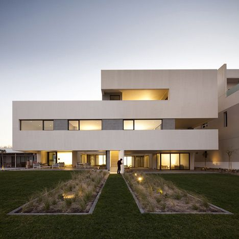 Really interesting design, three families, one house -- S Cube - küchen luxus design