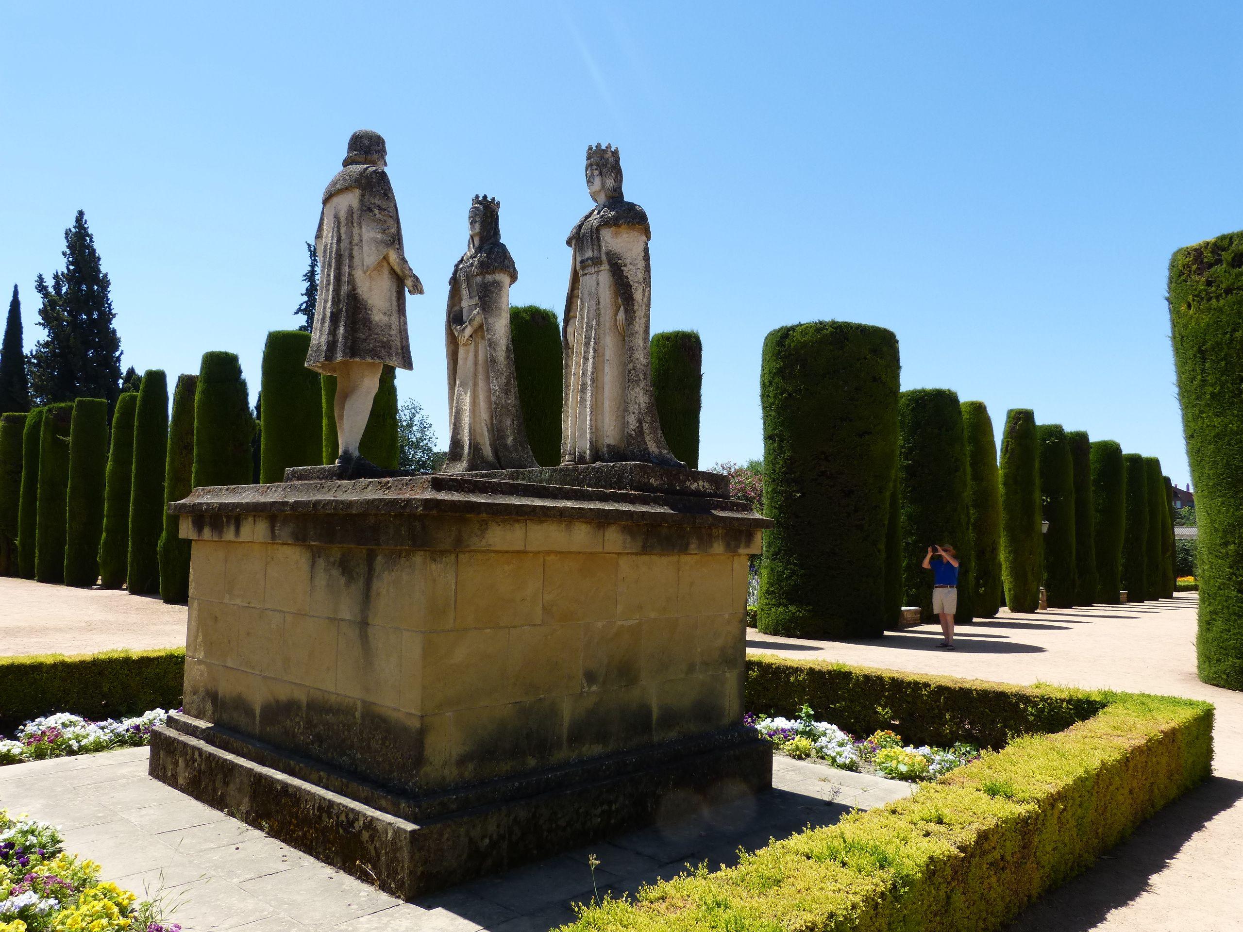 La statue de la reine Isabelle, du roi Ferdinand et Christophe ...