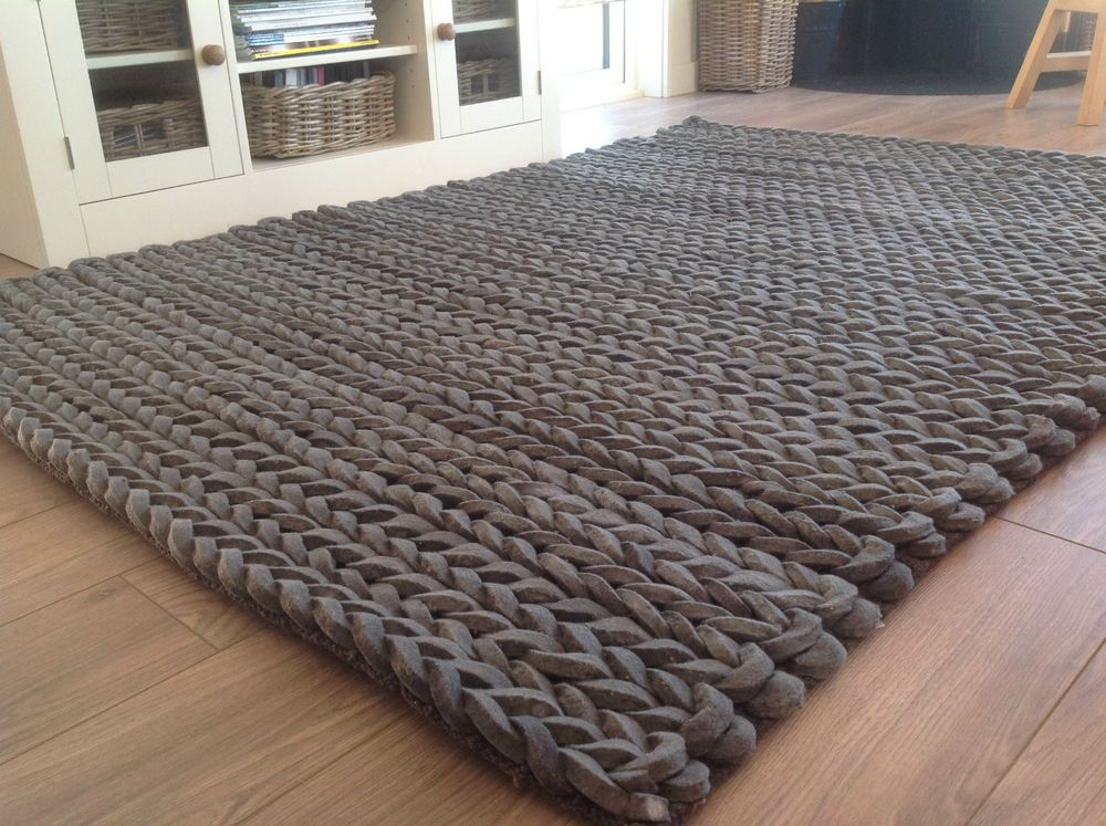 Fab Thick Hand Loomed Charcoal Grey Pleated Wool Rug 90cm