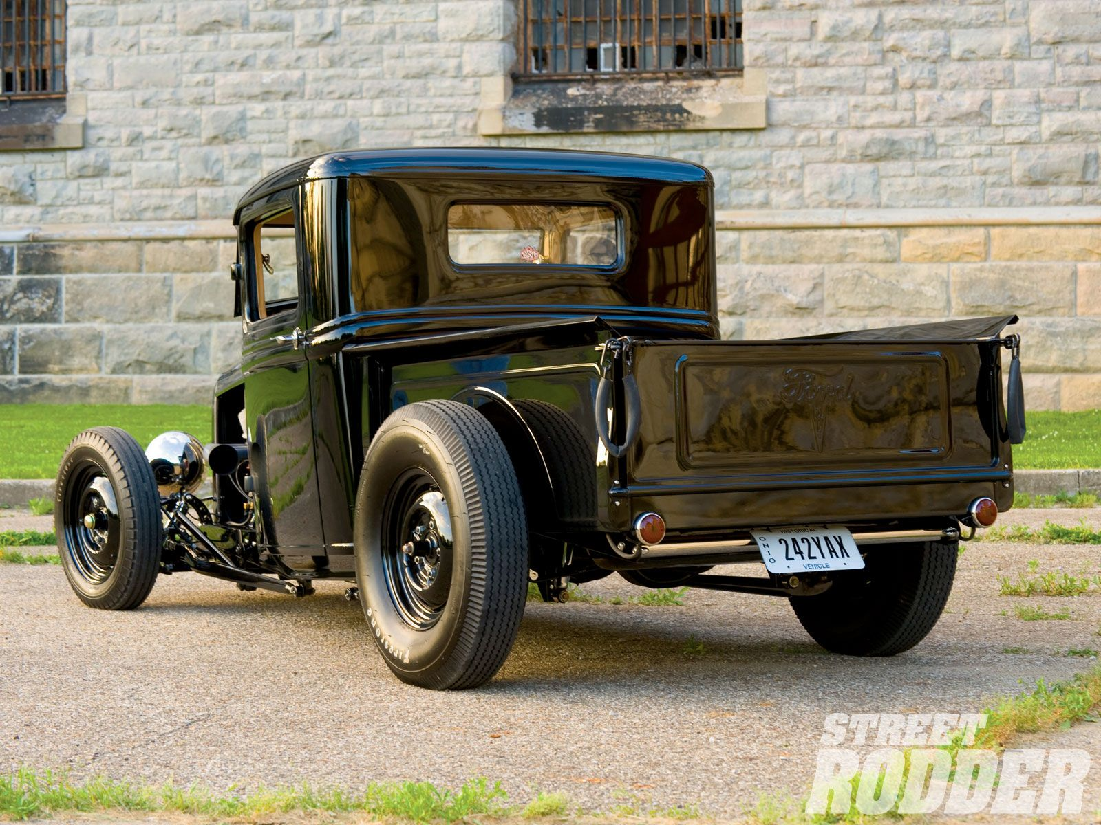 Ford 32 pick up street rod