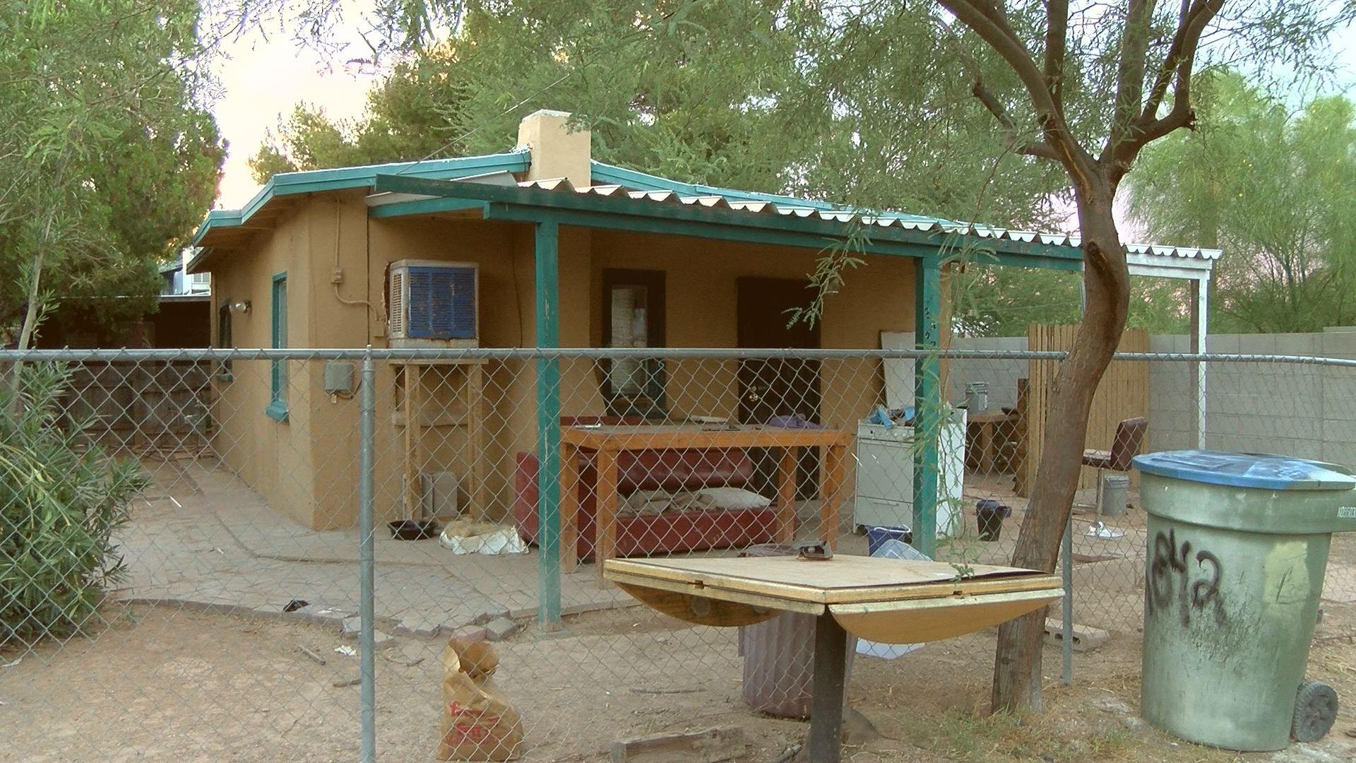 Tucson east side Aminals basically abandoned, animal