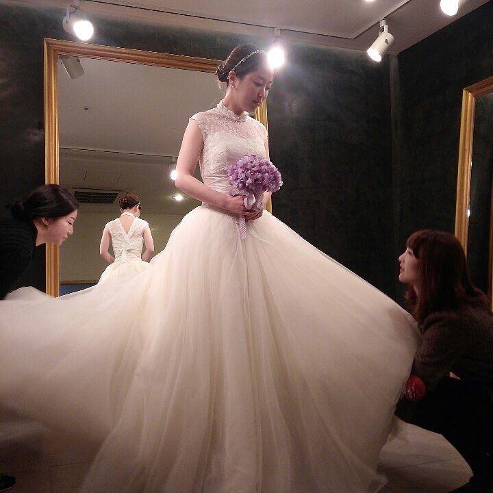 #wedding #weddinggown #weddingdress #marriage #웨딩 #웨딩드레스 #아뜰리에레이 #결혼 by ieuni