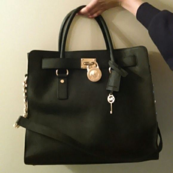 Authentic michale kors black/gold leatherl Lg bag Used a couple times. Clean inside, although has Small little make up stain inside. You can barley see at all!!. Outside is fabulous. Just a couple dirty spots outside,easy to clean.   mk key chain pretty scratched Payments ONLY through PayPal :) price is firm. Not going any lower! Michael Kors Bags