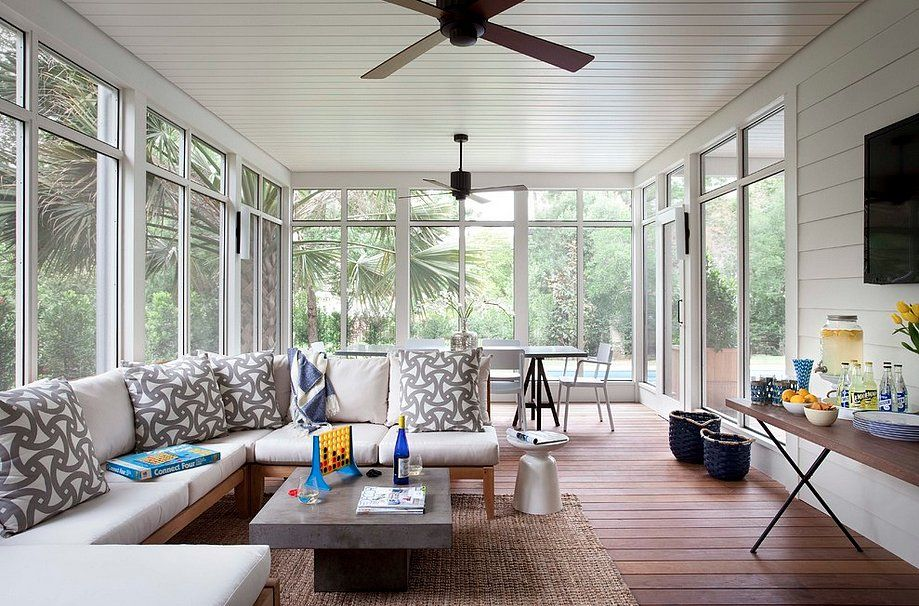 Summer Living How To Welcome Weekend Guests Screened In Porch Furniture Sunroom Designs Sunroom Decorating
