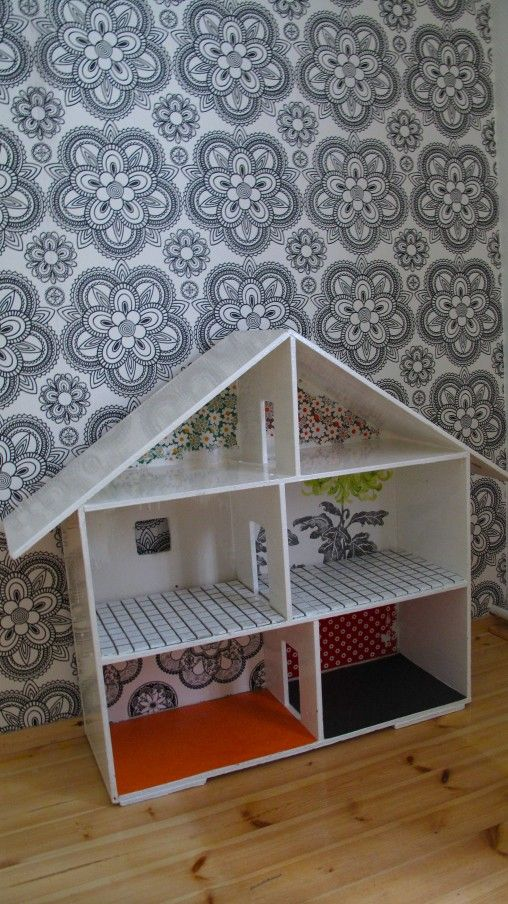 Simple dollhouse for a kid - I want to make something like this for my niece(s)...I wonder how easy it would be...at least a fun project!