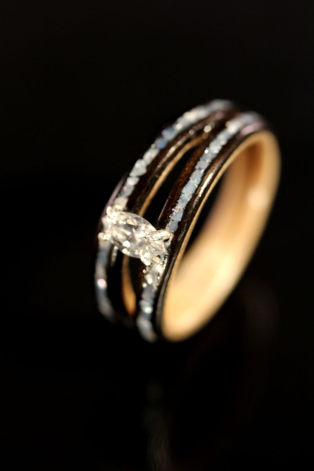 how to determine the design of wooden wedding rings?: diamond