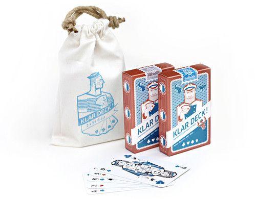 """Packaging Design für """"KlarDeck!"""" - doppeltes Design Kartenspiel mit maritimen Illustrationen im Mini-Seesack, 2x55 Karten plus Pokerwertung"""