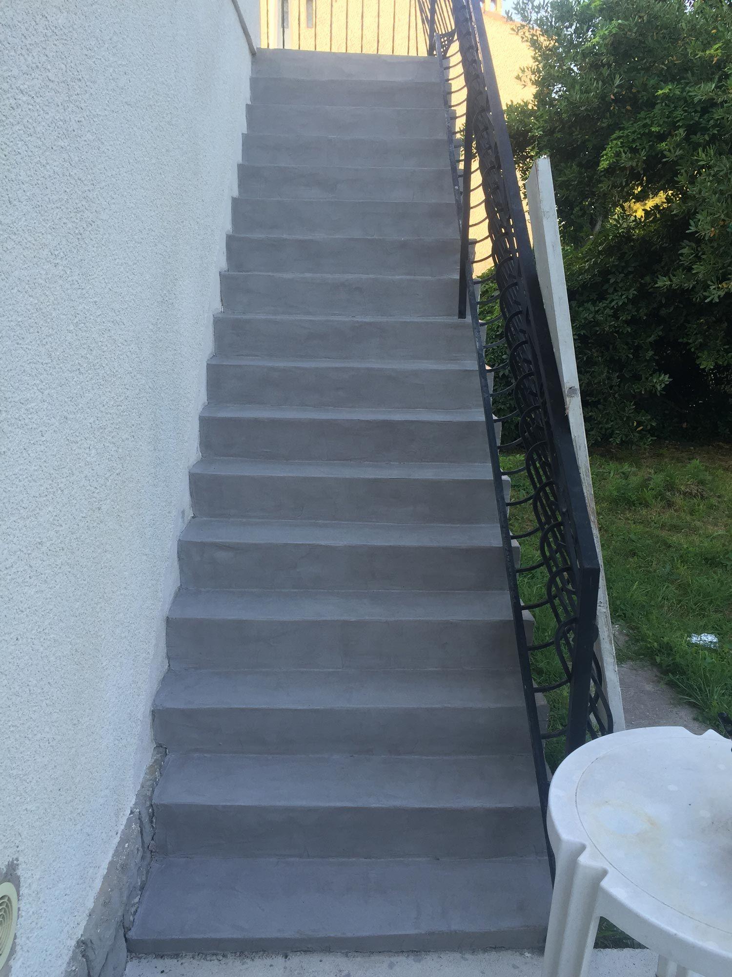 Renovation D Un Escalier D Exterieur Avec Beton Mineral Exterieur Coloris Pierre De Lun Renover Escalier Exterieur Escalier Exterieur Beton Escalier Exterieur