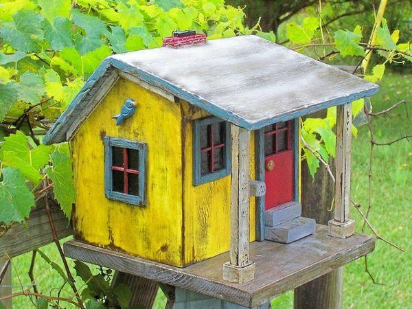 umweltfreundlich gelb bemalt vogelhaus selber bauen holz zuk nftige projekte pinterest. Black Bedroom Furniture Sets. Home Design Ideas