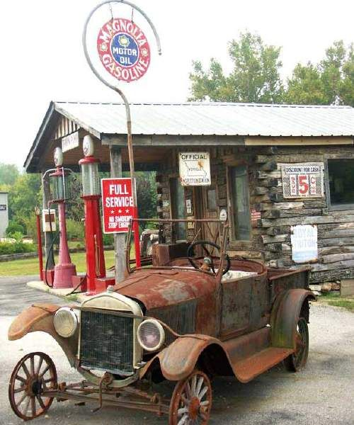 Old Gas Station - Hardy, AR
